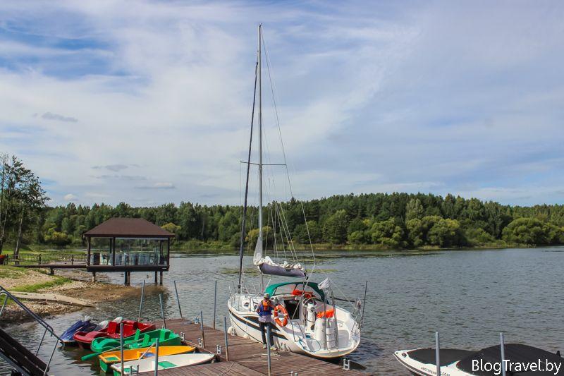 Парусная яхта на Минском море