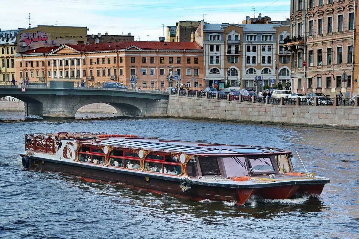 Экскурсии по каналам Санкт-Петербурга